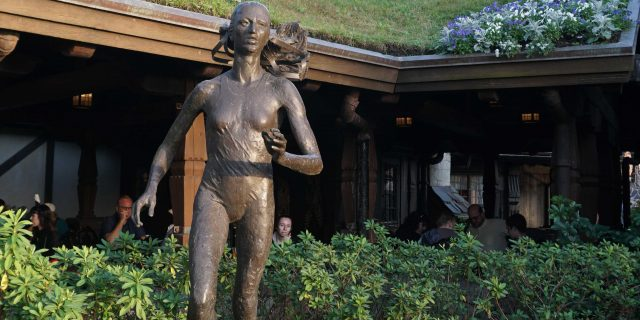 Grete Waitz Statue (Epcot)